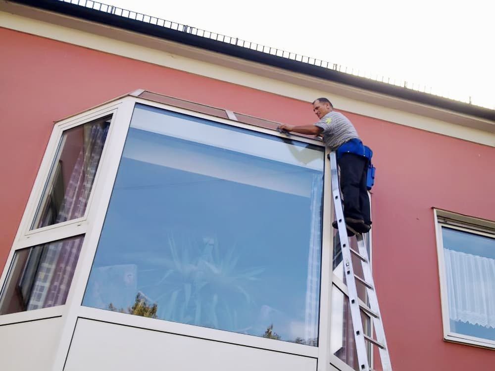 помыть окна в офисе недорого